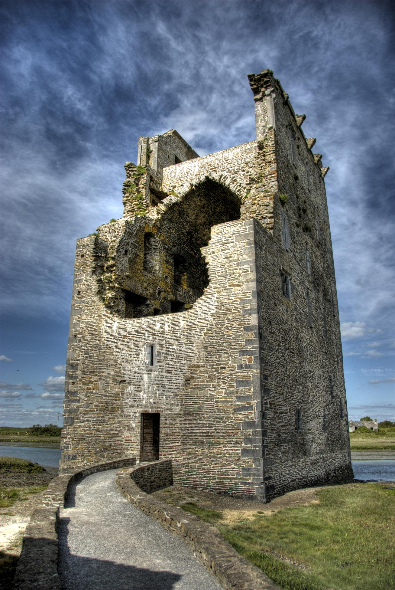 Carrigafoyle Castle, Co. Kerry – photos and facts